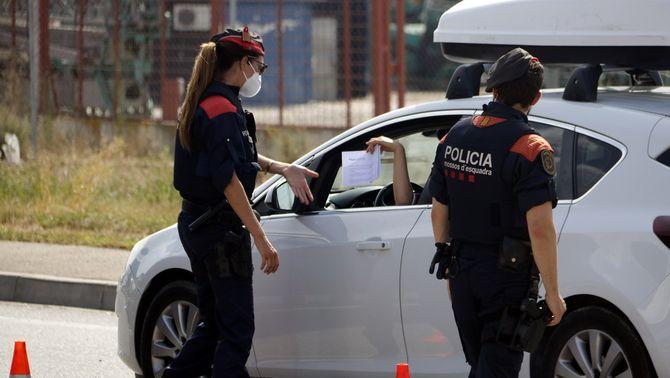 """Fan girar cua un miler de cotxes al Segrià: """"Anaven amb maletes i l'aneguet de goma"""""""