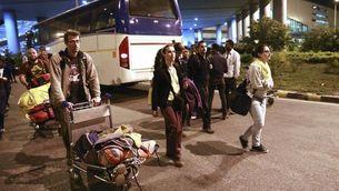 Espanyols arribant a Nova Delhi, procedents de Katmandú (EFE)