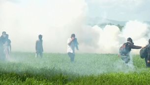 Gasos lacrimògens a la frontera a Idomeni