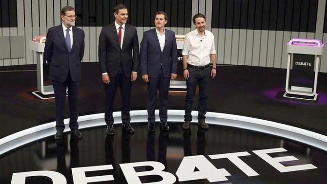 Rajoy defensa la seva gestió en un debat marcat pels retrets sobre pactes i corrupció