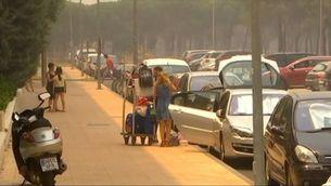 S'obre un carril de sortida per als veïns de Matalascañas, després d'estar aïllats pel foc