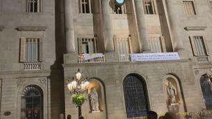 L'Ajuntament ha retirat el llaç groc de nit, abans del termini que els ha donat la Junta Electoral