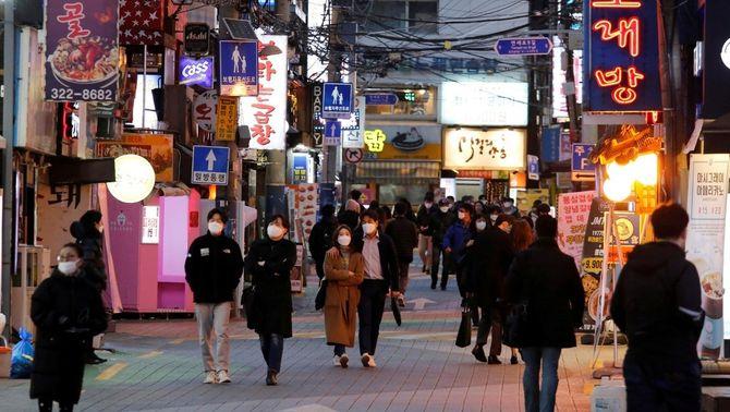 Vida nocturna a Seul a l'abril (REUTERS/Kim Hong-Ji)