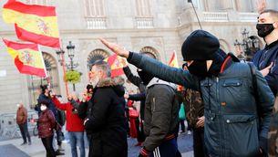 Vox celebra la Constitució en una plaça de Sant Jaume blindada sota la pressió dels CDR