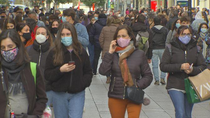 Un vídeo mostra quines mascaretes frenen els aerosols i com fallen si estan mal posades