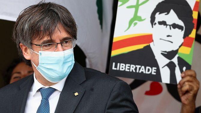 Puigdemont, a la sortida del tribunal de Sàsser, aquest dilluns a Sardenya (Reuters/Guglielmo Mangiapane)