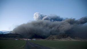 El núvol de cendra del volcà islandès Eyjafjallajökull va provocar el caos en els aeroports europeus fa dues setmanes. (Foto: Reuters)