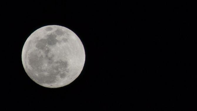 Imatge d'una lluna plena de desembre (Foto: Flickr / Luz Adriana Villa)