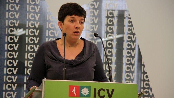 La portaveu d'Iniciativa, Laia Ortiz, en la roda de premsa d'aquest dilluns (ACN)