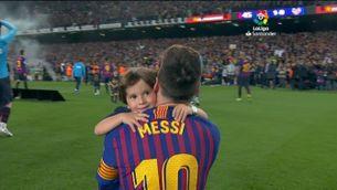 Leo Messi celebra el títol de Lliga amb els seus fills