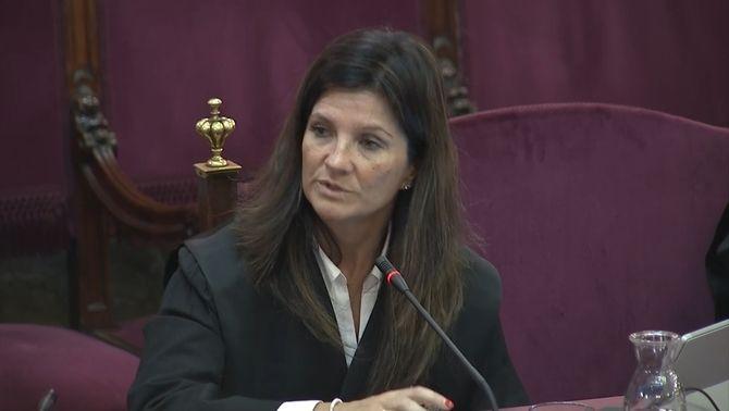 L'advocada de l'Estat, Rosa María Seoane, ha exposat les conclusions finals del judici durant 1 hora i 35 minutsLa abogada del Estado, Ros…