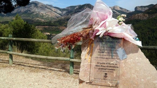 Monòlit per als bombers morts a l'incendi a Horta de Sant Joan