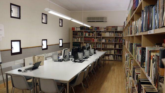 L'interior d'una biblioteca