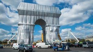 Així ha quedat l'Arc de Triomf de París totalment embolcallat amb una obra de Christo
