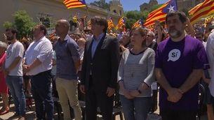 """""""Els segadors"""" tanca l'acte """"Referèndum és democràcia"""""""