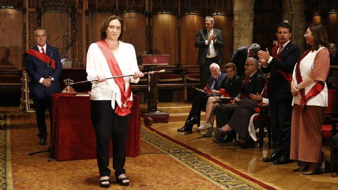 Colau revalida l'alcaldia de Barcelona amb els vots del PSC i dels tres regidors de Valls