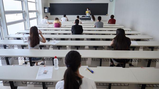 La majoria d'universitats públiques superen el nombre legal de professors associats