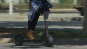 L'Ajuntament de Barcelona obliga els conductor de patinets a circular amb casc i assegurança