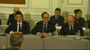 Hollande amb el primer ministre, Manuel Valls, i el titular d'Interior, Bernard Cazeneuve.