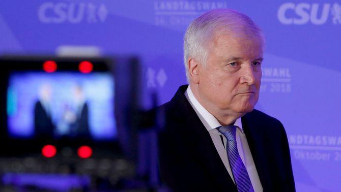El líder de la CSU i ministre de l'Interior, Horst Seehofer, a la nit electoral (Reuters)