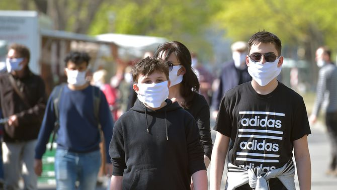 Mascaretes al carrer (Foto: Reuters)