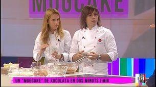 """Com es fa un """"mugcake"""" deliciós de manera fàcil, amb Víctor i Sofia"""