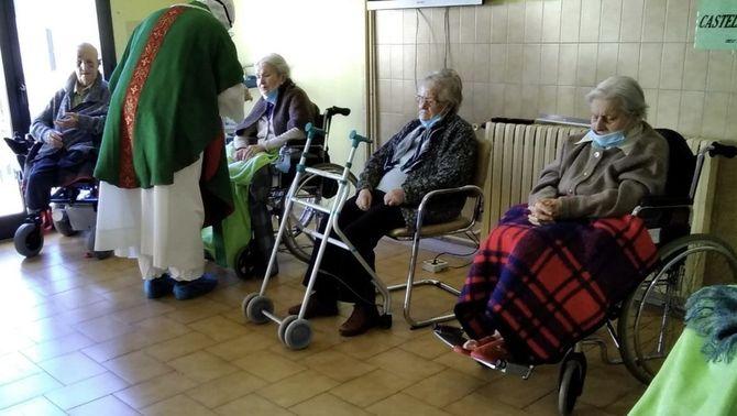 La Junta Electoral no permet que Correus vagi a les residències a recollir vots el 14F