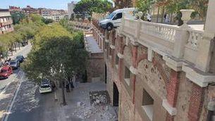 Una furgoneta queda suspesa sobre l'avinguda J. V. Foix de Sarrià, a Barcelona