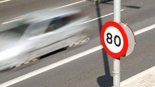 Un senyal que limita la velocitat a 80 km/h. (Foto: ACN)