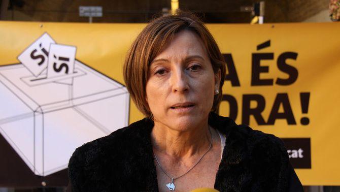 La presidenta de l'ANC, Carme Forcadell, durant l'atenció als mitjans de comunicació a l'exterior del monestir de Sant Feliu de Guíxo…