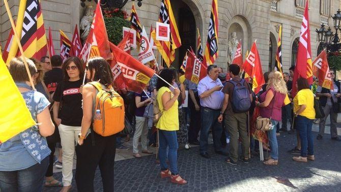 Concentració dels delegats sindicals d'educació contra les retallades d'ensenyament