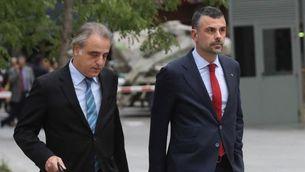 Vila, arribant aquest dijous a l'Audiència Nacional amb el seu advocat (EFE)