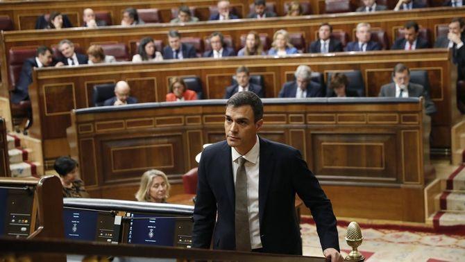 """Pedro Sánchez a Rajoy: """"Pel país dimiteixi i, si no, pel país fem-lo dimitir"""""""