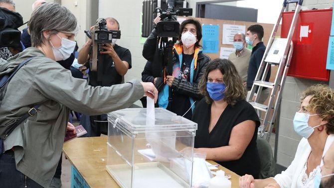 Eleccions de pandèmia amb participació desigual a Euskadi i Galícia