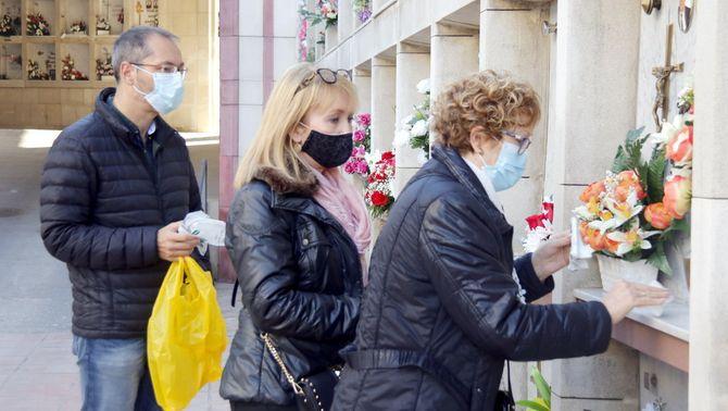 Sense vetlla ni cerimònies: el cost emocional de les morts invisibles en la pandèmia