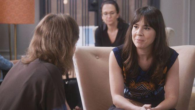 La Cristina vol fer mal a la Cèlia i li explica que el Quique perd el cap per ella