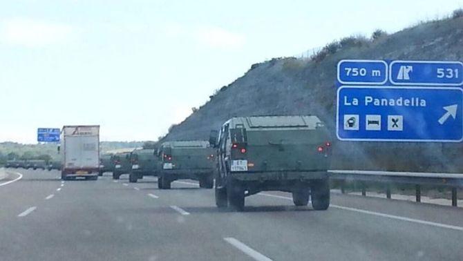 Els vehicles venien de Madrid i han fet nit a Saragossa abans d'emprendre el camí cap a Barcelona. (Foto: Xavi Monto)