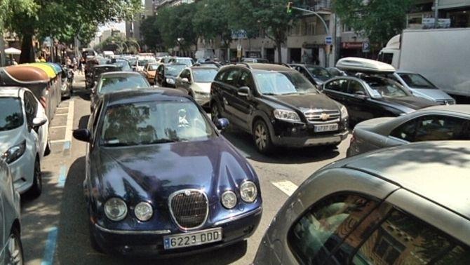 Col·lapse de trànsit al voltant del Camp Nou per l'alta afluència de socis per votar