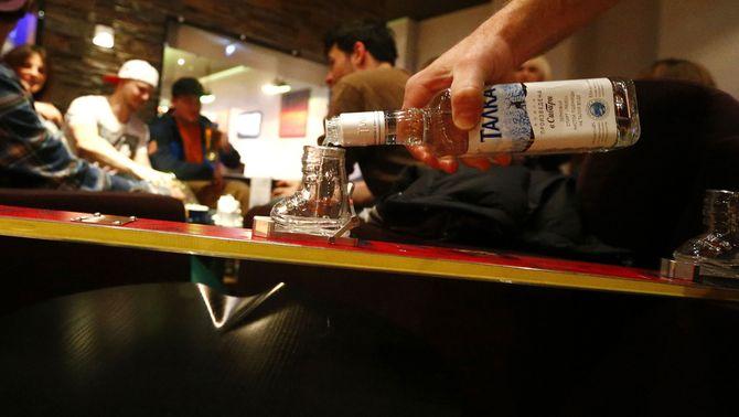 """Alerta pel """"binge drinking"""", el consum descontrolat d'alcohol entre els menors"""