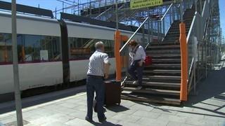 Imatge de:Grans dificultats per accedir a les andanes de l'estació de Granollers a causa d'unes obres