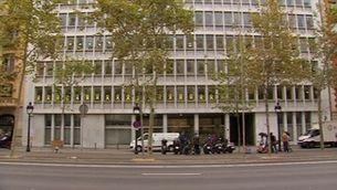 La Generalitat retira la simbologia prohibida per la JEC dels seus edificis
