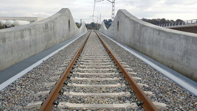 El nou pont entre Malgrat de Mar i Blanes ha suposat una inversió de 10 milions d'euros (ACN / Adif)
