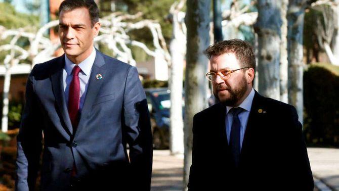 Pedro Sánchez i Pere Aragonès en la primera trobada de la taula de diàleg el febrer de 2020 (EFE)