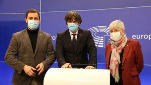 Toni Comín, Carles Puigdemont i Clara Ponsatí al Parlament Europeu, en una imatge d'arxiu
