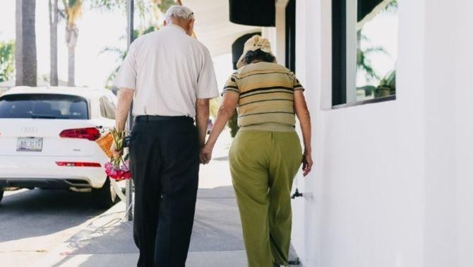 Més flexibilitat a les residències, tornen els passejos i sortides de menys de 3 dies