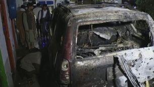 El cotxe del treballador de l'ONG objecte de l'atac amb drons va quedar totalment calcinat