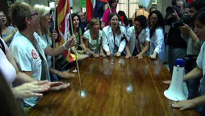 La protesta dels sanitaris a la seu de l'ICS atura les negociacions