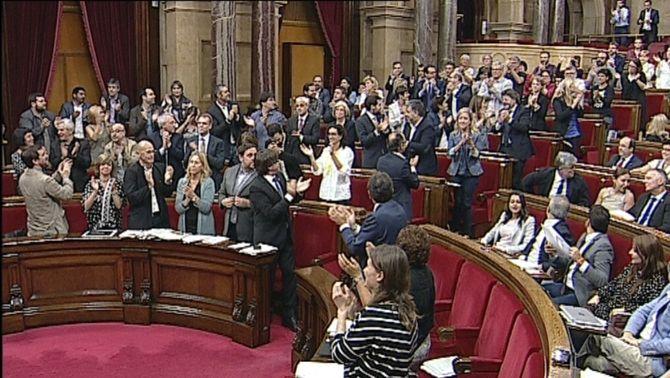 Aprovat el referèndum unilateral proposat per Junts pel Sí i la CUP i el pactat de CSQEP