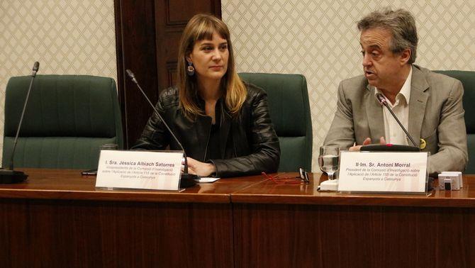 Pla mitjà del president de la comissió d'investigació del 155, Antoni Morral, amb la presidenta del grup CatECP, Jéssica Albiach, el 13 de juny…