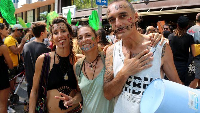 """Unes 200 persones tallen la Diagonal en defensa de l'Amazònia al crit de """"Bolsonaro, dimissió"""""""